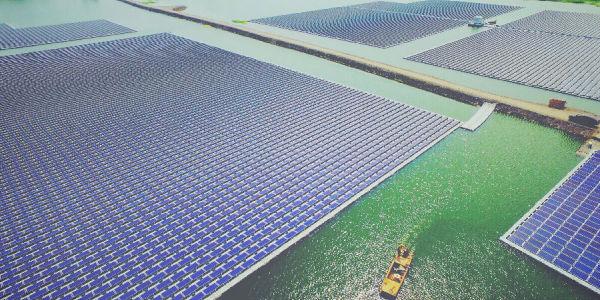 三峡淮南水面漂浮式光伏电站:打造水面光伏技术创新新样本
