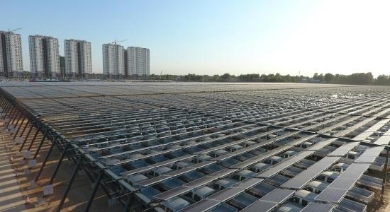 江西火电打造的全国跨距最大柔性支架光伏项目成功并网