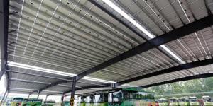 """山东泰安:公交车棚""""光伏发电""""为 城市注入""""绿色""""新能源"""