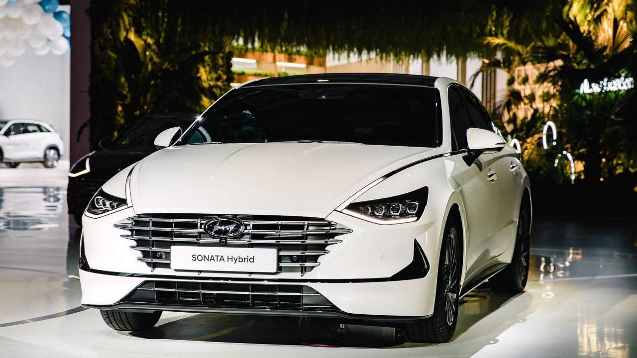 现代汽车推出车顶配备太阳能充电系统的汽车