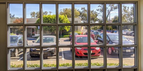 透明的太阳能窗户能否产生足够的电能以节省能源?