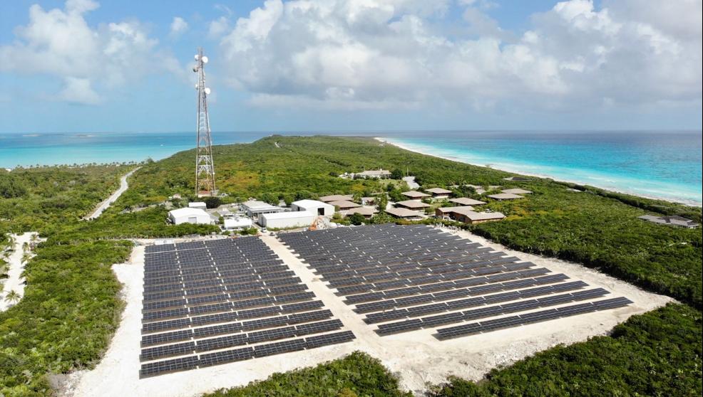 Solar FlexRack的安装技术运用在巴哈马度假岛的太阳能混合微电网项目上