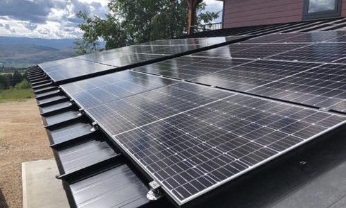 S-5 和 PVComplete 为金属屋顶上的太阳能项目开发设计软件