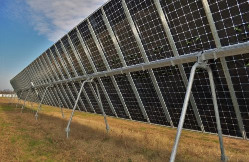 A 型框架支架使太阳能跟踪器可在坚硬的土壤条件下安装